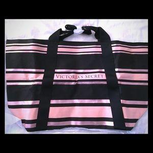 New Victoria's Secret Tote Bag. Black and Pink.